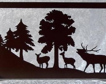 La llamada de los ciervos con su ciervo - silueta de mesa corta madera.