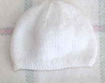 acc4d60cda Bonnet de Naissance Bébé Tricot Fait Main Couleur Blanc / Choix de Tailles  / Prématuré à 6 Mois / Layette Bébé