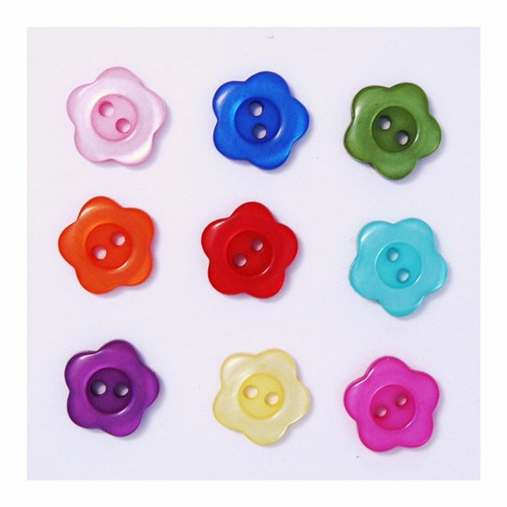 100pcs Mixte fleur résine Boutons 2 Trous Couture Scrapbook Cardmaking Craft 14 mm