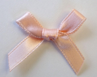 25 x 7mm Satin ribbon bow: peach - 02356