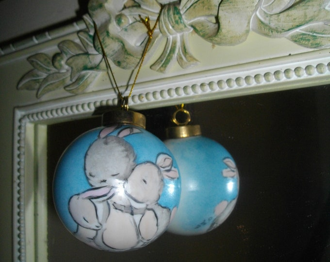 Christmas ball / rabbits/creation /porcelaine/ handcrafted hand painted