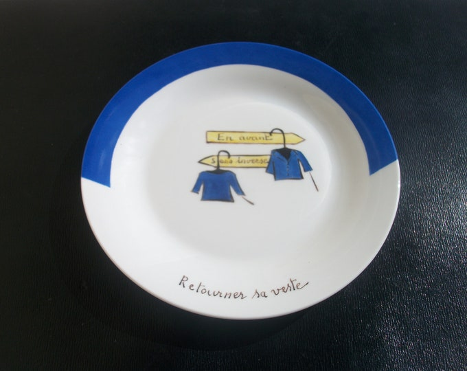 plate / cheese / humorous /peinte hand on porcelain / turning.