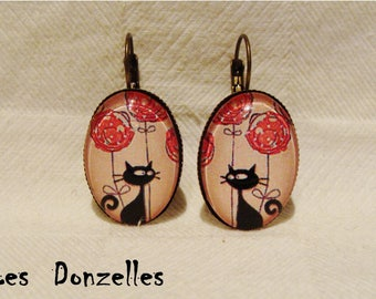 Earrings cabochon - the cat in pink - oval-