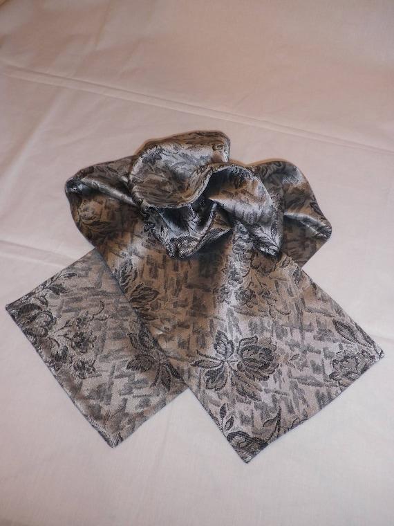 echarpe en tissu satin noire et grise etsy. Black Bedroom Furniture Sets. Home Design Ideas