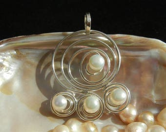 """Cultured pearls and 925 Sterling Silver """"Wave"""" pendant"""