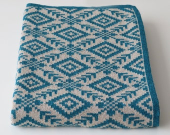 Knitted throw / blanket 100% baby alpaca pattern opposite on both sides