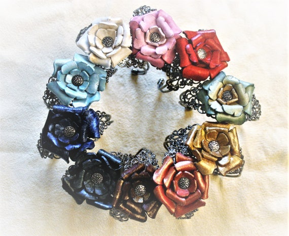 bracelet, jewel, in leather,  steel, molded roses, flowers, colors, perfect romantic gift
