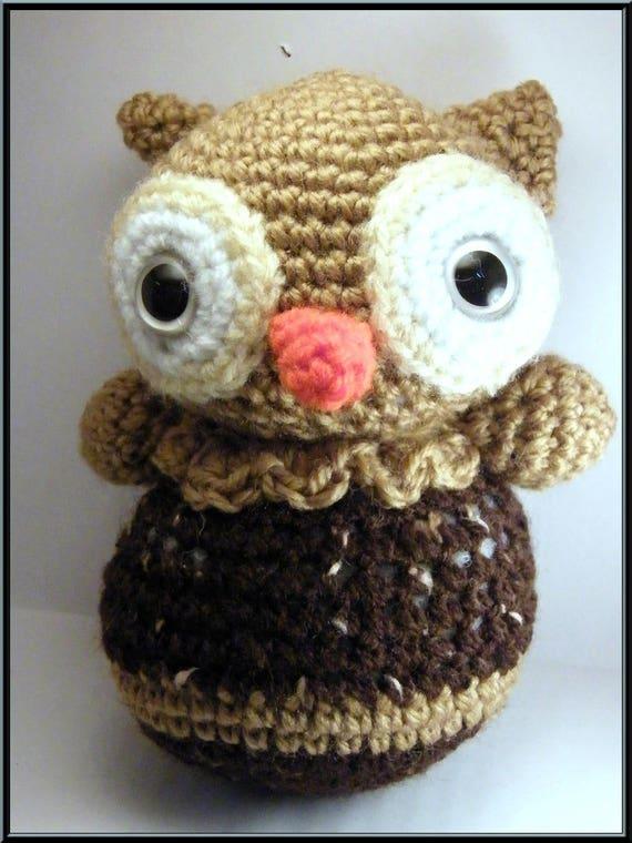 Amigurumi petit hibou  marron et beige au crochet, laine acrylique .