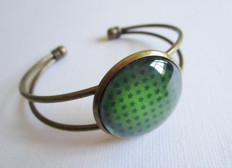 costume jewelry necklace bronze cabochon Green star