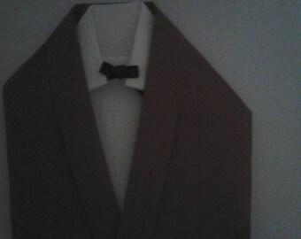 pliage serviette en forme de costume chemise et veste