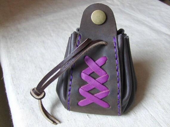 Bourse médiévale en cuir marron-violet fait main