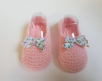 Little feet pink 0-3 months, accented with a liberty bow