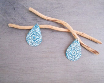 X 2 sequins drops turquoise and ivory 28 x 19 mm