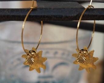 1d959c4a06 Orecchini a cerchio dorato, orecchini, orecchini a cerchio nappa,  conchiglia sole Charms, gioiello donna, orecchini conchiglia, anelli