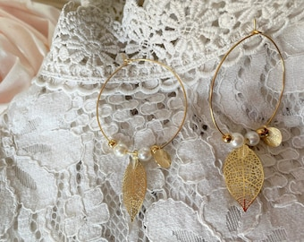 Wedding earrings ribbed white pearls, gold and white Creole earrings, ceremonial jewel