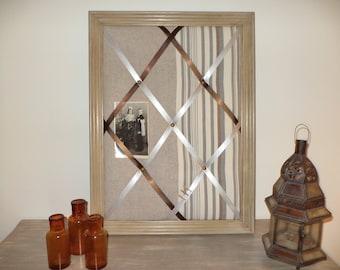 old peeling-mele weathered old frame