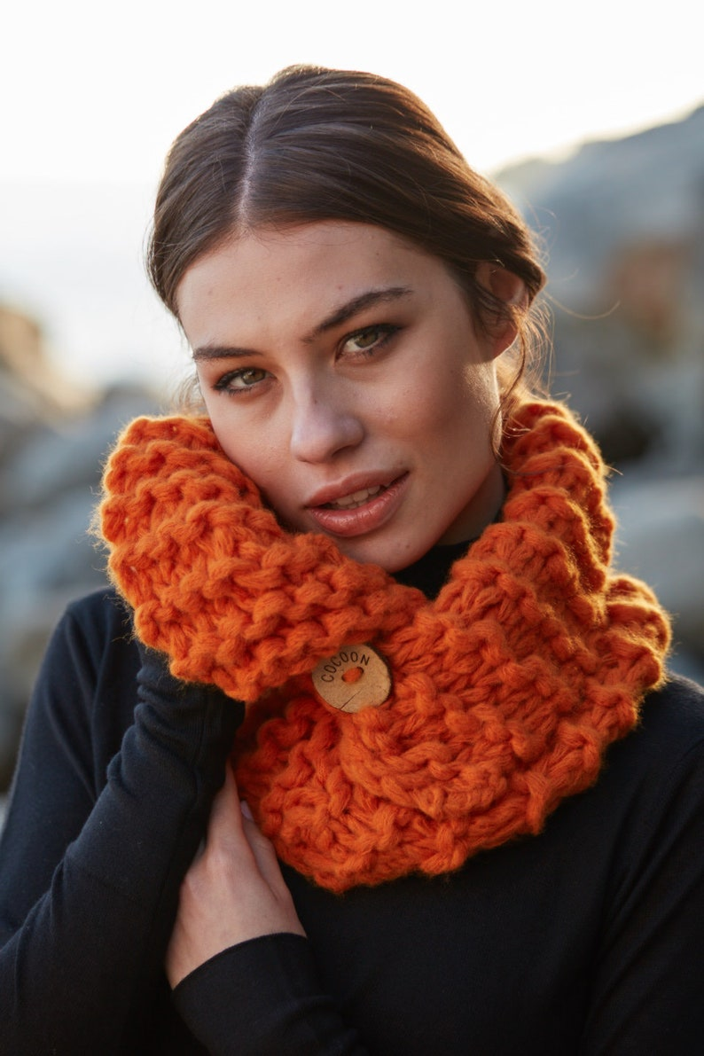 button 7 colors Knit your Snood COCOON skein