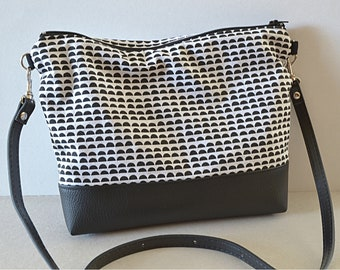 Small bag print half-circles black and white