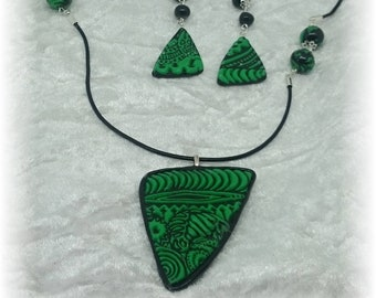Reliefs of green and black - Parure necklace and earrings
