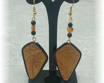 Mica shift black and gold earrings