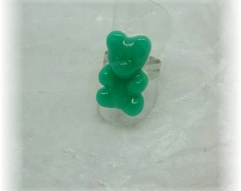 This ring - green gelatin cub