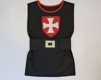 Déguisement chevalier, tunique chevalier, tunique noire, déguisement enfant, déguisement templier, tunique templier, blason, écusson, croix