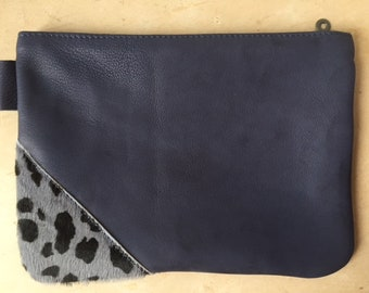 Flat pouch leather inlay leopard fur