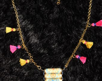 1 colorful Indian necklace