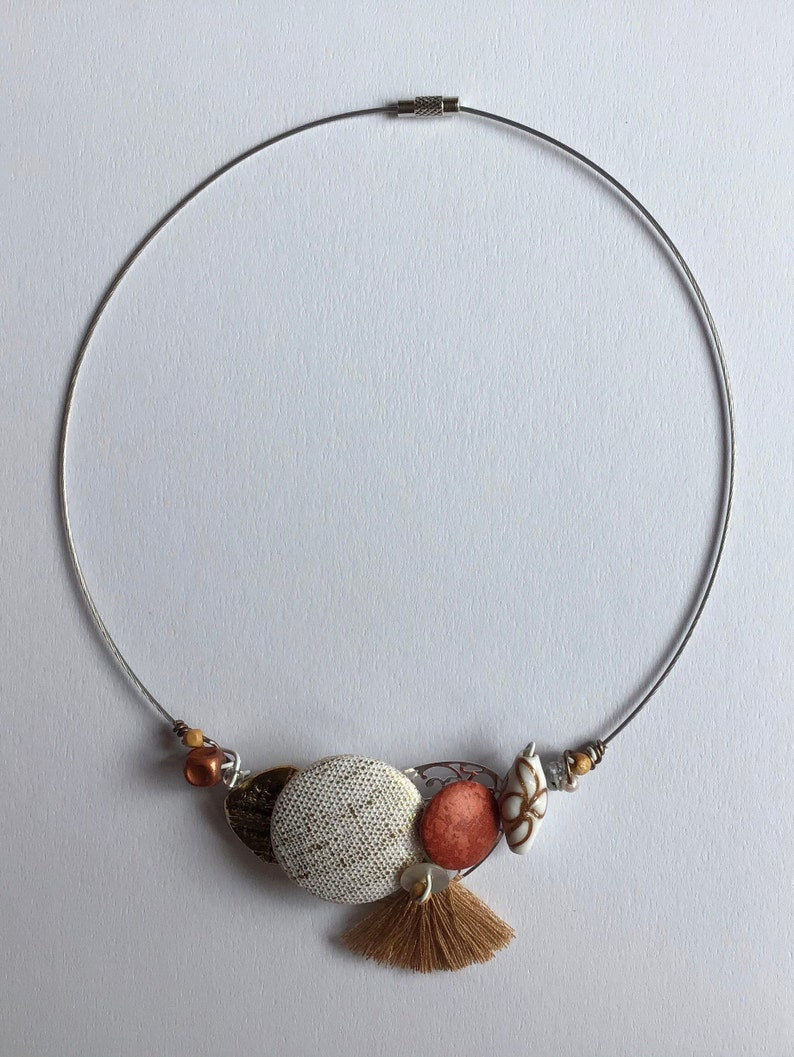 Choker \u00ab\u00a0harmony in gold and brown \u00ab\u00a0 covered buttons beads and jewelry wire on nylon coated wire.