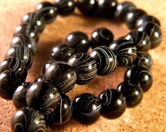 20 beads - black - striped glass 8 mm - PE84