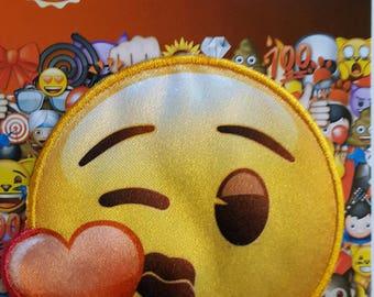 da704af661345 Applique thermocollante à repasser motif emoji bisou