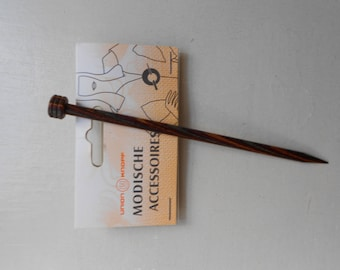 Varnished wooden stick to knit