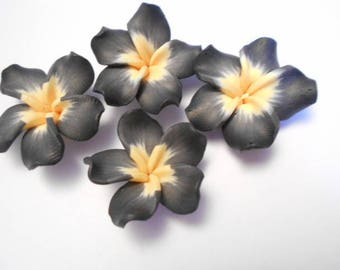 4 flower polymer as pictured beads drilled size 3.2 cm