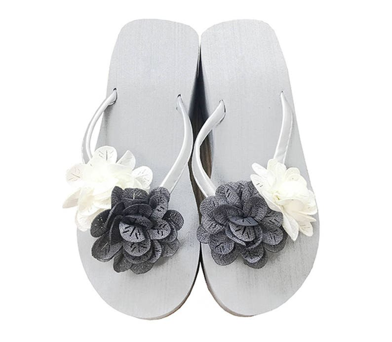 3f94df398a02 Chic-Mild Hand-made Grey White Flowers Wedge Heel Flip Flops