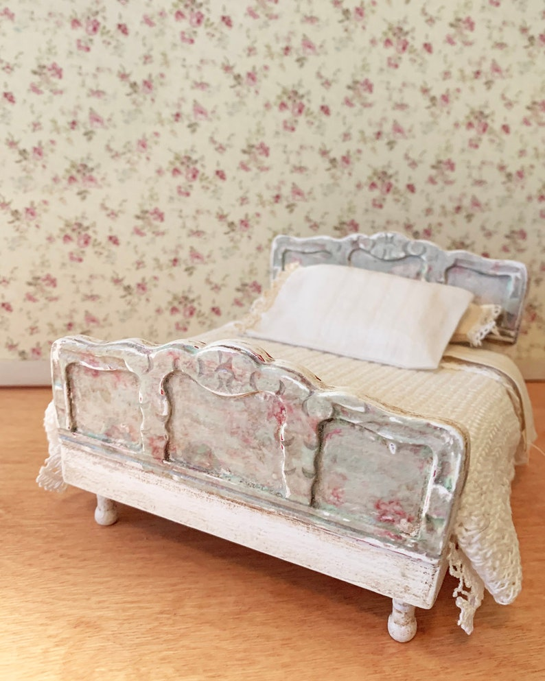 VINTAGE ENGLISH GARDEN BED WITH BEDDING  DOLLHOUSE FURNITURE MINIATURES