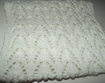 Round neck 100% hand knitted wool