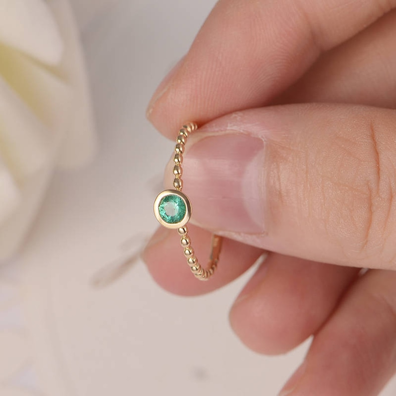 Bezel Set Engagement Ring Gold Emerald Ring Wedding Bridal Stacking Mini Thin Beaded Solitaire Eternity Birthstone Women Gift for Her Retro