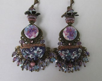 "Earrings ""Pauline"" on a fan with a copper charm connector enamelled purple/violet/pink tones"
