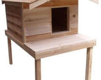 Large Insulated Cat House with Platform and Extended Roof