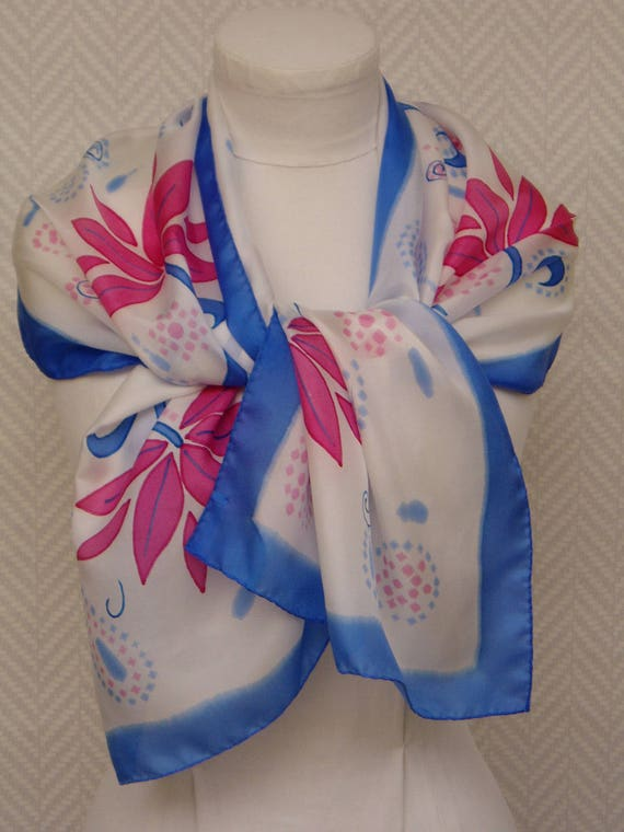 Echarpe étole foulard blanc rose bleu Patchouli   Etsy 0c635671e02
