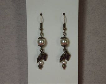 Dangling earrings bronze leaves and pearls pearly