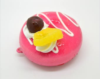 Mega pink donut charm / strawberry sauce / whipped cream / fruit