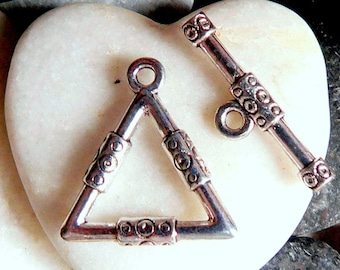 1 triangle 23x21.5x3 mm silver color toggle clasp
