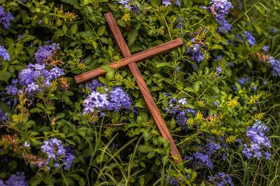 18 Inch Midcentury Pine Wood Wall Cross / Catholic / Religious / Christian / Spiritual / Jesus Christ / Easter / Mass / Gothic / Altar