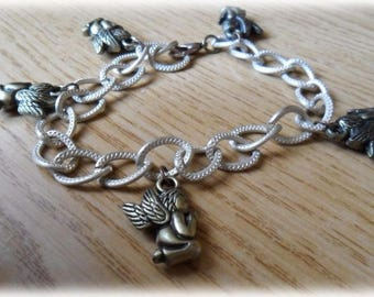 Four bracelets with chain and various Christmas decorations