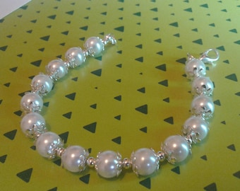 White Pearl bracelet with silver cups smooth