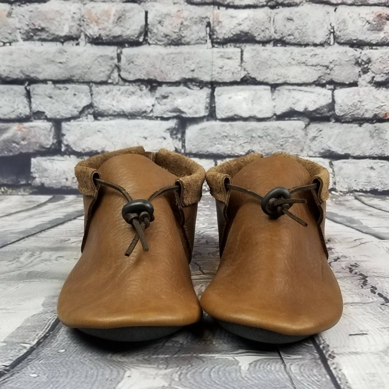 Handmade Leather Moccasins Outdoor Footwear for Him Leather Moccasin Shoes Men/'s Cowhide Dakota Moccasin Rugged Leather Moccs