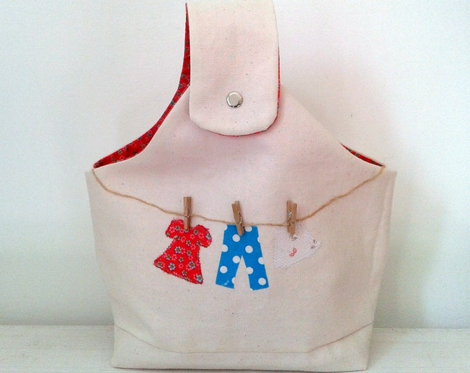 Bag for clothes pegs, arrangement clothespins, fabric lined ecru Interior red floral design