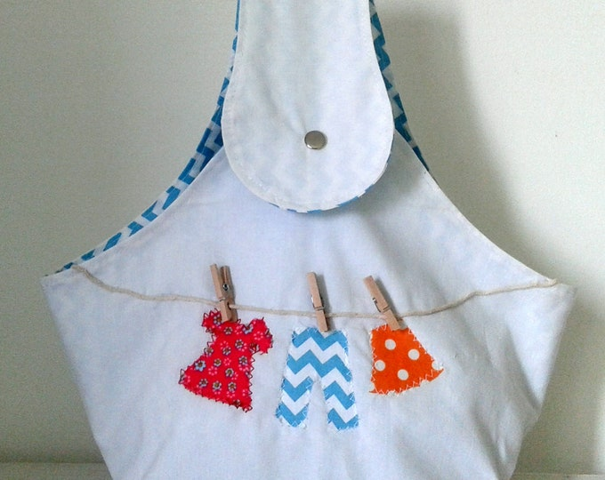 Bag for clothes pegs, arrangement clothespins, white fabric lined interior, white and blue small clothespins