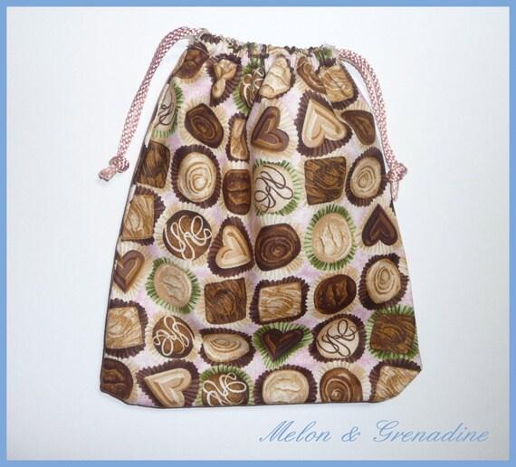 Petit sac tissu à liens coulissants - thème chocolats - 23x20 cm